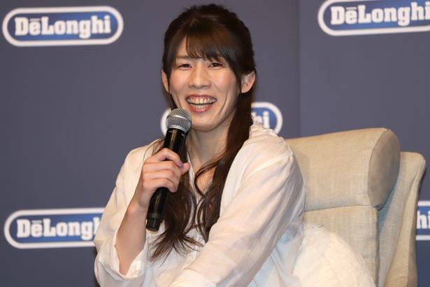 「デロンギ 空気清浄機能付きファン Clean & Cool」PRイベントに登場し、笑顔を見せる吉田沙保里