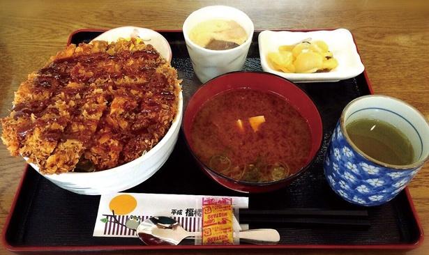 【写真を見る】ジューシーなシイタケが絶品!「しいたけカツ丼」(600円)
