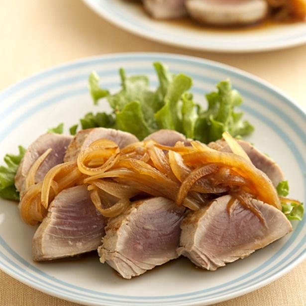 「かつおのステーキ玉ねぎソース」/料理:牛尾理恵 撮影:榎本修
