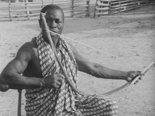 西アフリカのバウレ族による楽弓の演奏(1968年撮影)