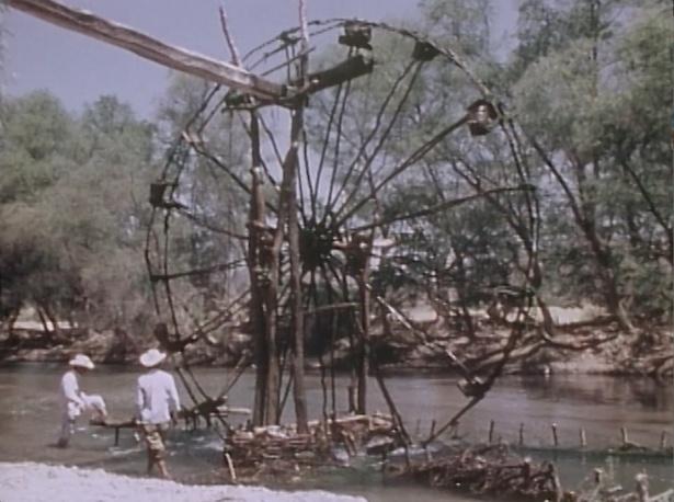 メキシコ・テコマトランの揚水水車といった技術的な映像も(1975年撮影)