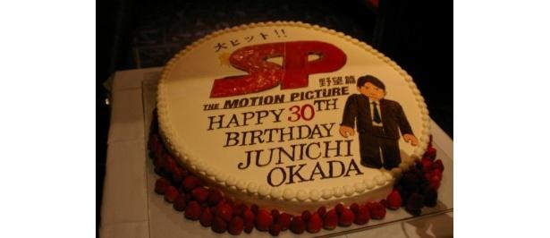30歳を迎えた岡田准一にプレゼントされた「SPスペシャルケーキ」