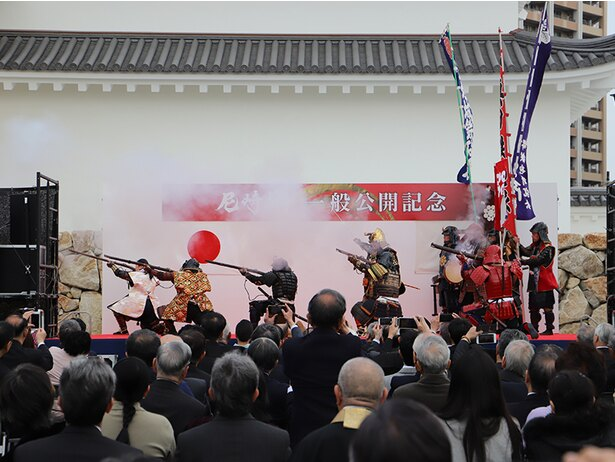 大阪城鉄砲隊による演武