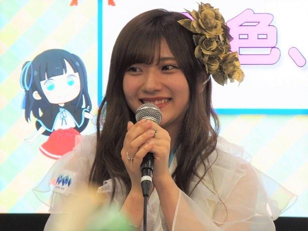 【写真を見る】元・HKT48の山田麻莉奈はグループの写真担当を務める!