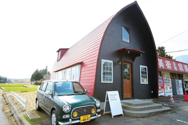 赤い屋根がおしゃれな「CHILLOUT STYLE COFFEE」(長野県安曇野市)