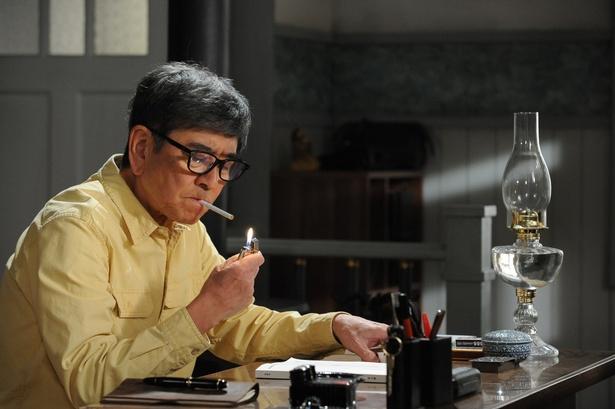 「やすらぎの刻~道」で脚本家・菊村栄を演じる石坂浩二