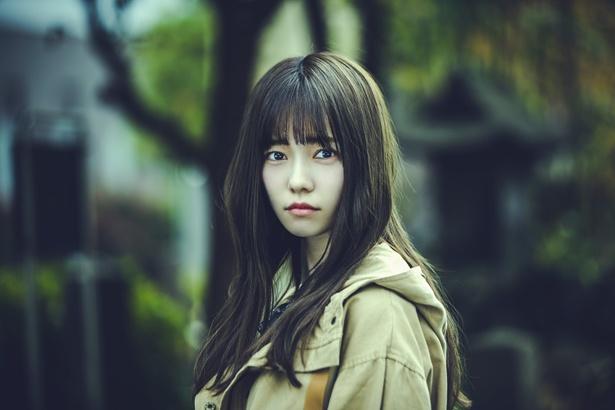 【写真を見る】全話を通じて登場する、島崎遥香演じるフリーライターの璃々子