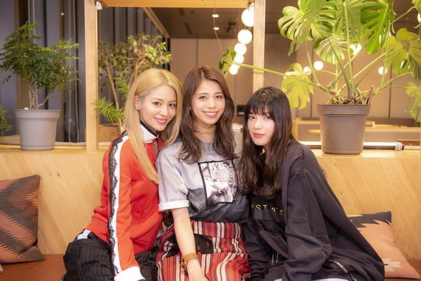 「E-girls meets ダンスバトルドキュメンタリー」MCのE-girls楓(左)、佐藤晴美(中)、石井杏奈(右)