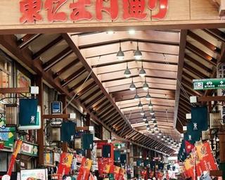 """全国的に""""食べ歩きの街""""として有名な「大須商店街」の行列店"""