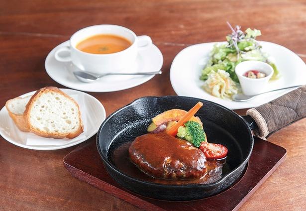 ウッチーノ食堂 / 「鉄板焼きハンバーグランチ」(1050円)。肉は糸島豚と和牛のブレンド