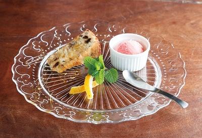 ウッチーノ食堂 / ランチには+300円でデザートの盛り合わせが付く
