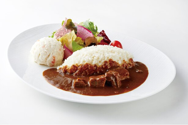 2Fレストラン プルヌスの「ホテル特製ビーフカレー」(1512円)