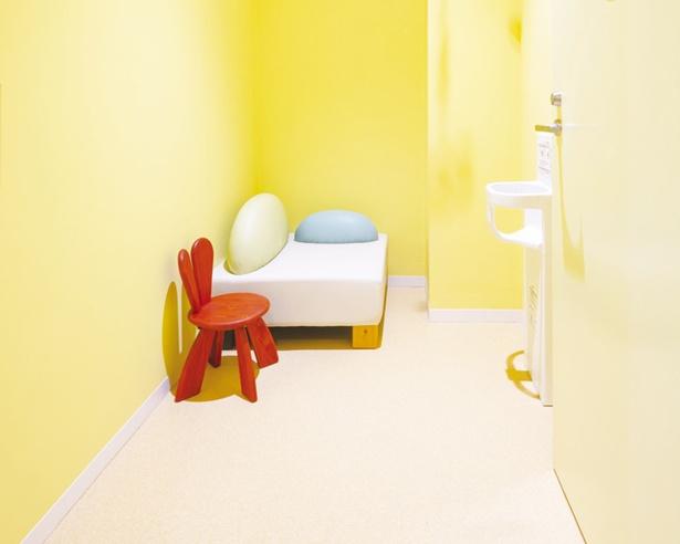 男性も入れる授乳室「赤ちゃんの休憩室」と、女性専用授乳室を完備している / 福岡市美術館