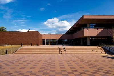 大濠公園側に入口を新設 / 福岡市美術館