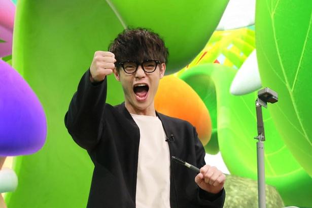 【写真を見る】黒縁メガネをかけて本気モードの窪田正孝