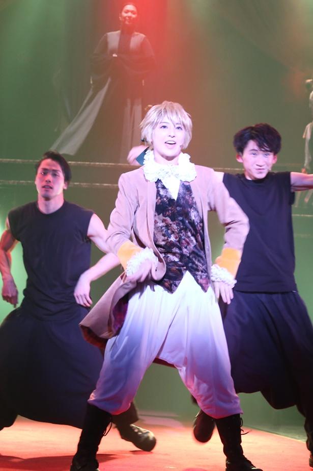 アレン役の星波は、男性だが女性っぽい中性さだった初演時の山本和臣とは逆に、女性だが男性っぽい中性さを発揮した。まさに美少年