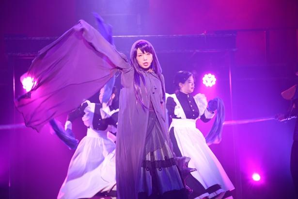 新曲の1つは橋本愛奈にも。力強いボーカルが響く