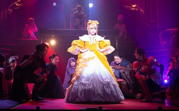 田中れいな主演のミュージカル「悪ノ娘」が東京・池袋のあうるすぽっとで上演中。公演は4月14日(日)まで行われる