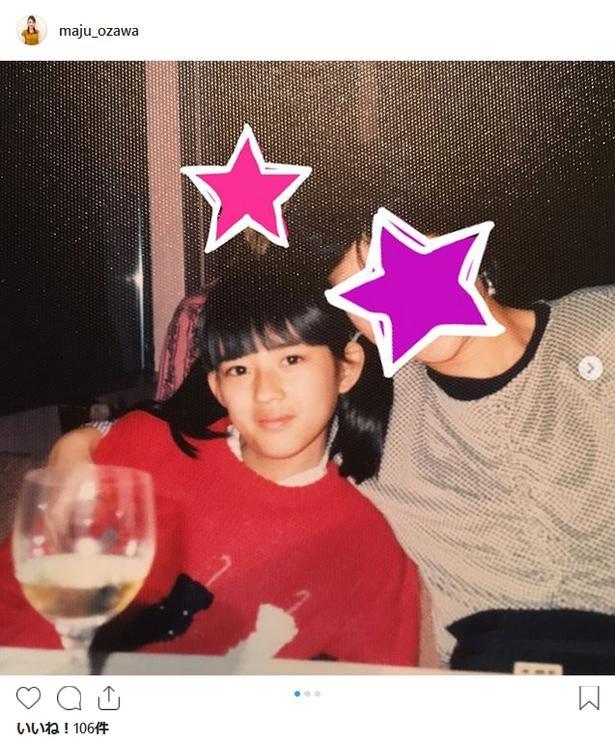 【写真を見る】小沢真珠の幼少期 子供のころから目鼻立ちがくっきり