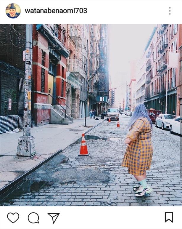 【写真を見る】ニューヨークの空気に溶け込む渡辺直美。違和感なし!!