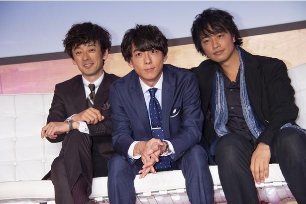 記者会見に登壇した斎藤工、高橋一生、滝藤賢一(左から)