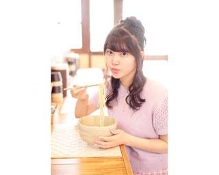 ラーメン×グラビア!?SKE48の平田詩奈が絶品塩ラーメンをふぅふぅ♥