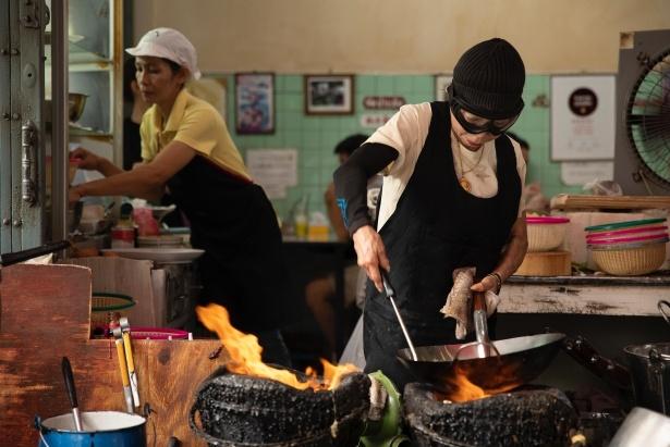 知られざる料理屋、料理人の姿を追う新シリーズ「ストリート・グルメを求めて」