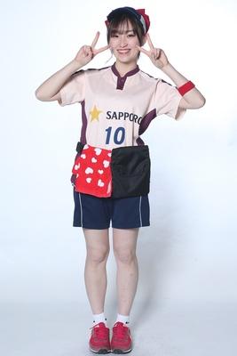 若林朋香 / 2年目 / 赤い大きいリボンをつけてます。今年もお客さんを楽しませていきます!