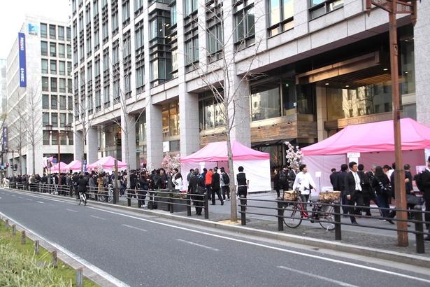 「御堂筋天国プロジェクト」が始動!第1弾イベント「桜SAKEフェスタ」には多くに人が詰めかけた