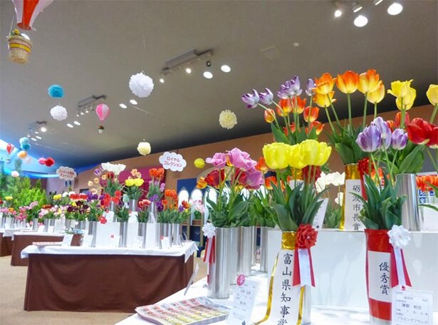 【写真を見る】「押し花のアート展」の様子