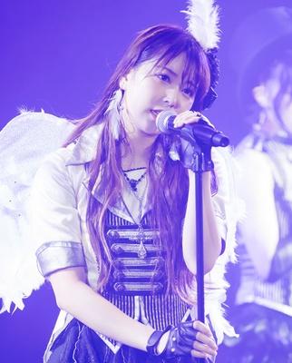 『Bird』を歌う白間美瑠