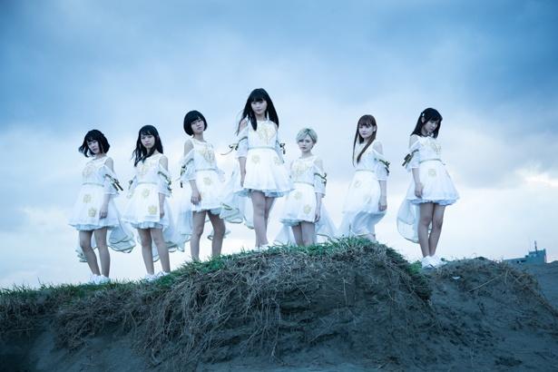 【写真を見る】豪華メンバーのバックアップで1stシングルを発売することになったアイドルグループ・キミノマワリ。