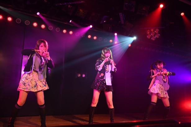 【写真を見る】ユニット曲は村重杏奈、松岡はなと「制服レジスタンス」を披露