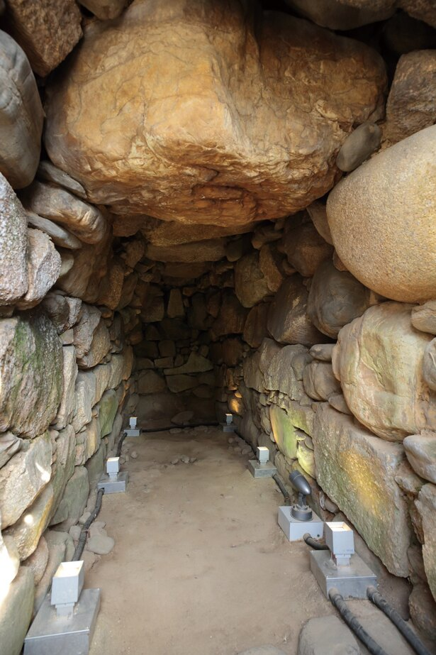 東谷山白鳥古墳は終末期にできた円墳で、横穴式石室なのが特徴だ