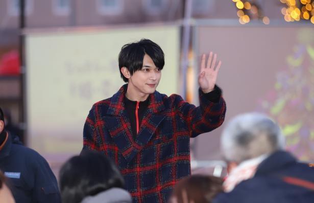 【写真を見る】国宝級イケメン吉沢亮の眩しい笑顔
