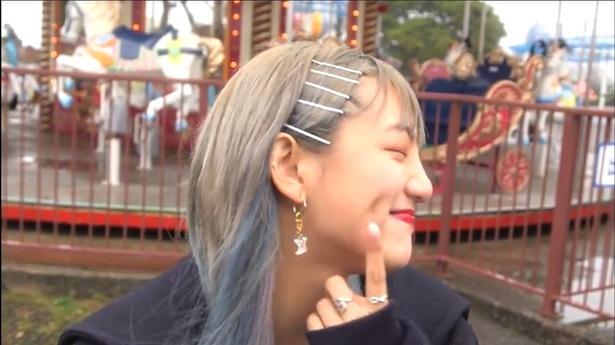【写真を見る】「こんなえくぼ恋に落ちちゃうよね」の声も上がった須田アンナの美えくぼ