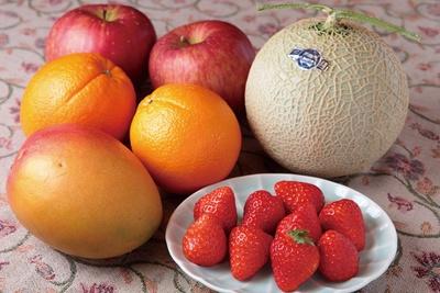 パフェには、新鮮な旬のフルーツをたっぷり使用
