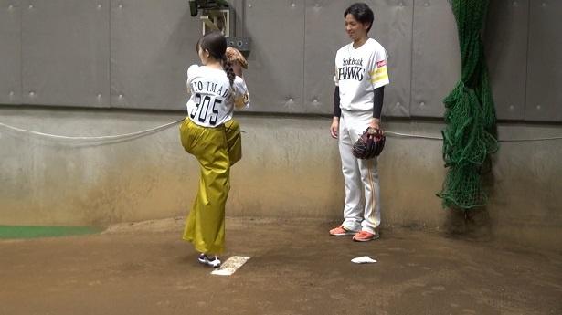 プロ野球開幕戦の始球式に挑戦する今田美桜