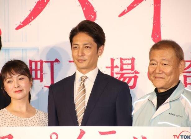 貫地谷しほり、玉木宏、國村隼(写真左から)