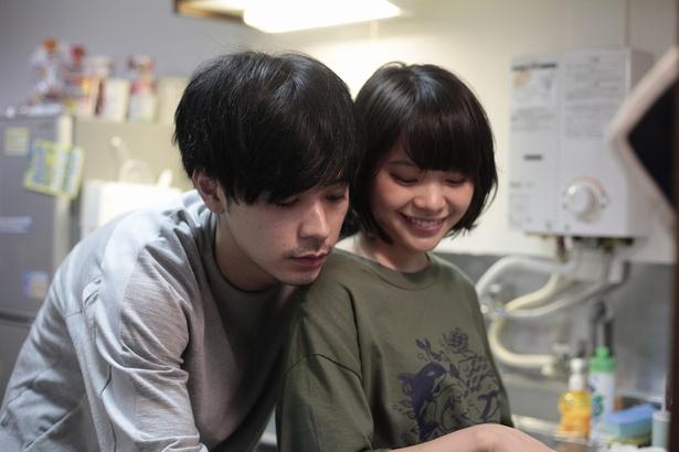 【写真を見る】マモちゃんことマモル(成田凌)とのラブラブなSHOT