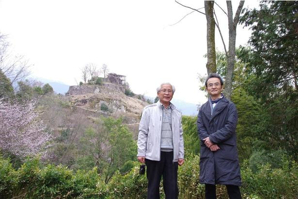 古舘寛治は、苗木遠山史料館調査員の千早保之さんの案内で散策した