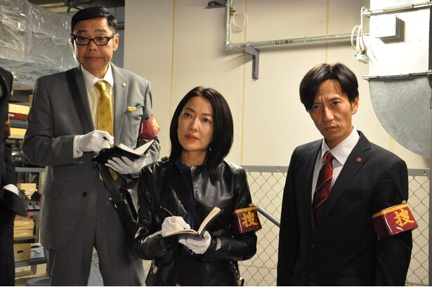 「特捜班」の田口浩正、羽田美智子、津田寛治(写真左から)