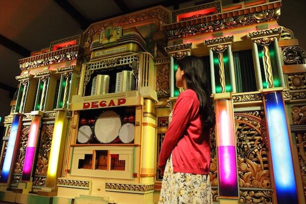 【写真を見る】世界最大級の自動演奏オルガン・ケンペナーでアニメ曲を自動演奏