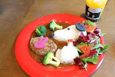 「スヌーピーとウサギの仲良しカレー(1800円)」CAFE Lab.で人気のカレーがスヌーピー仕様に!