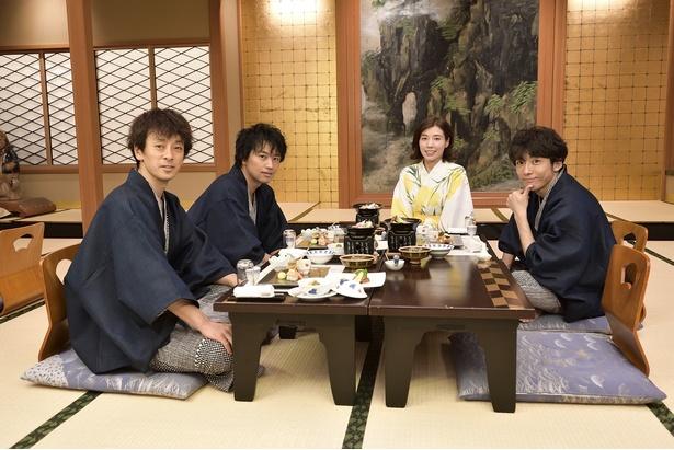 2泊3日の温泉ロケを行った高橋一生、仲里依紗、斎藤工、滝藤賢一(写真右から)