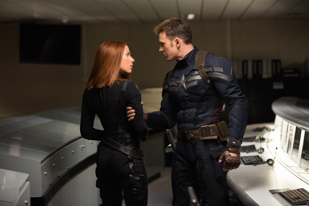 『キャプテン・アメリカ/ウィンター・ソルジャー』では、ストレートヘアーにイメチェン