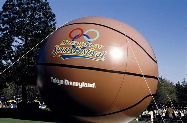 平成2年(1990年)「ミッキーマウス・ スポーツフェスティバル」の巨大なバルーンデコレーション