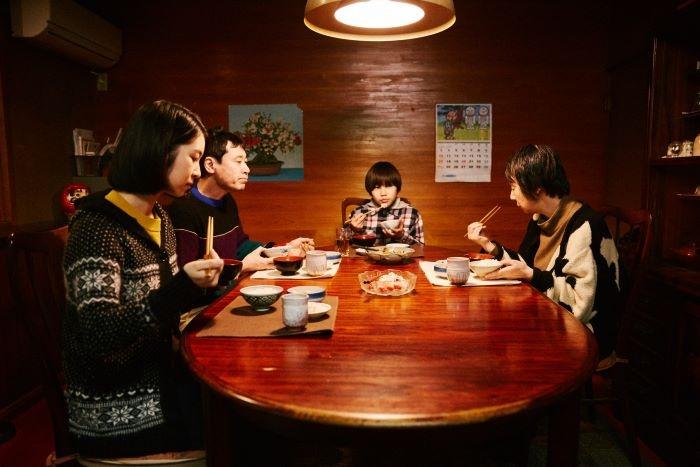 まさにこの食卓を、奥山監督と松本監督に囲んで対談してもらった