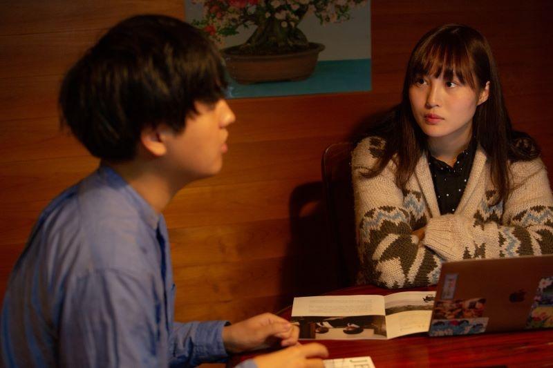 1998年生まれ、大阪府出身の松本花奈監督、奥山監督との出会いは17歳の時