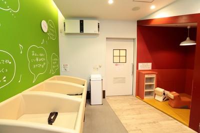 各階に授乳室、オムツ交換台、給湯器を備えたベビールームも完備